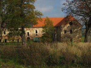 Bývalý zámeček na Studénce již s novou střechou